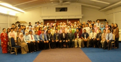 Taidin Suhaimin, seated 7th from right as Guest Speaker for GEMS' Value Talk entitled: The Roles of Young Executives as Future Leaders on 14th August 2009 at Tuaran Beach Resort, Tuaran, Sabah, Malaysia.